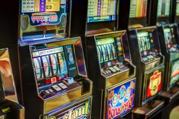 Почему люди играют в казино Сол